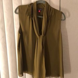 VINCE CAMUTO GREEN TOP